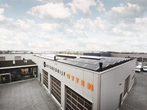 Zonnepanelen op het dak van Autobedrijf Otten